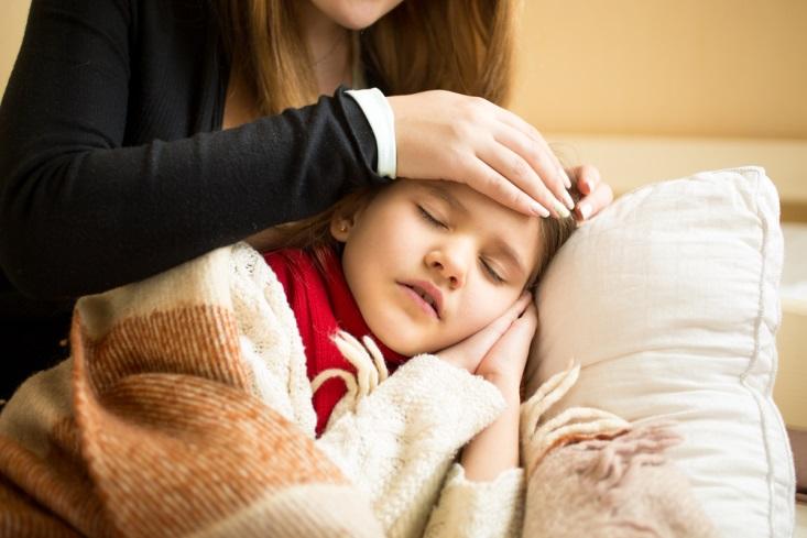4 Kebiasaan yang Salah Saat Merawat Anak Demam