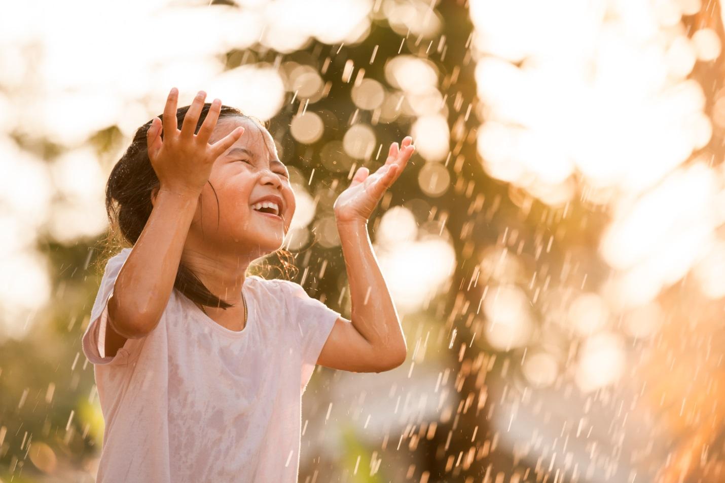 Benarkah Hujan-hujanan Menjadi Penyebab Gejala Flu Disertai Batuk Pada Anak?