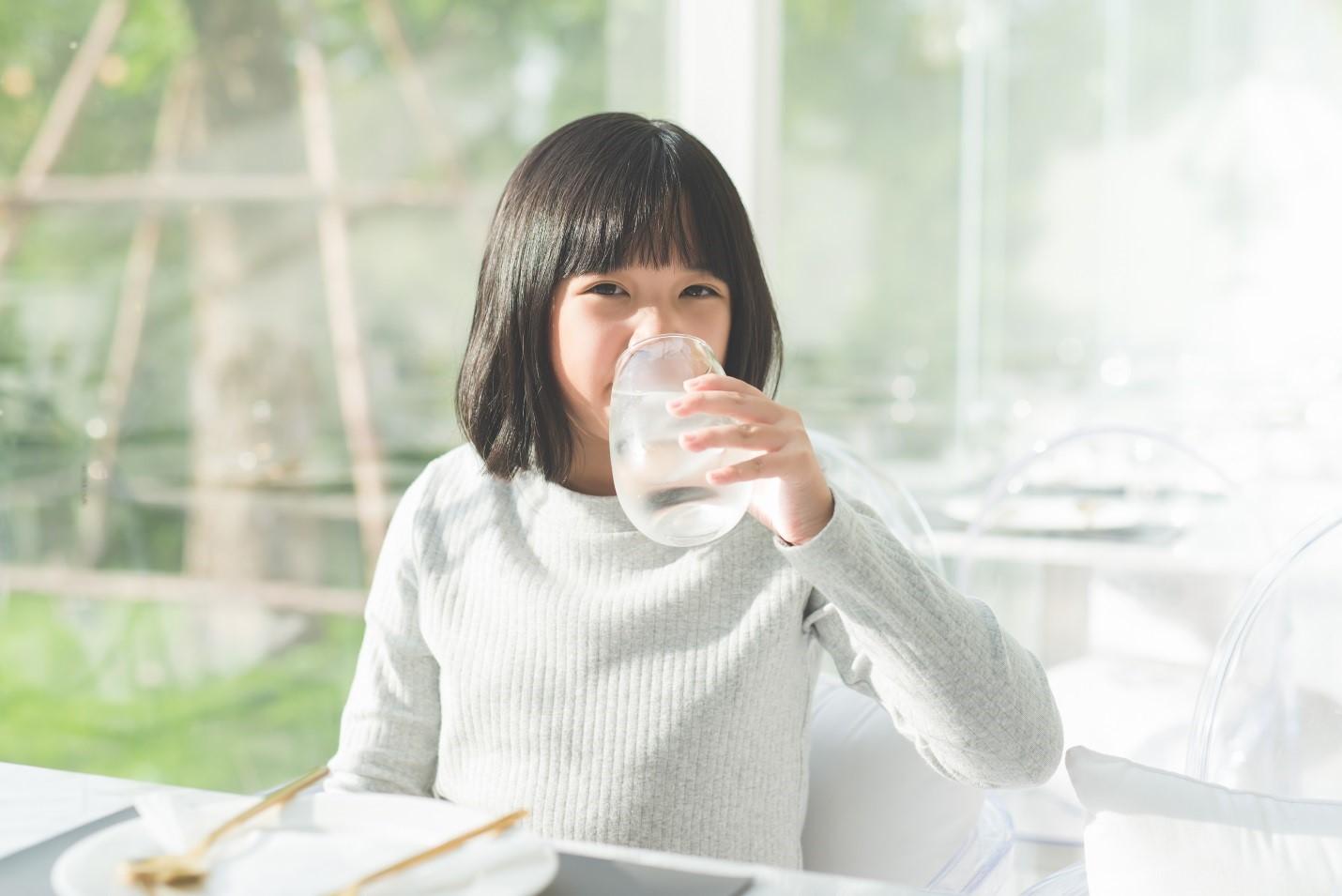 Benarkah Sering Minum Es Bisa Menyebabkan Batuk dan Pilek pada Anak-anak?