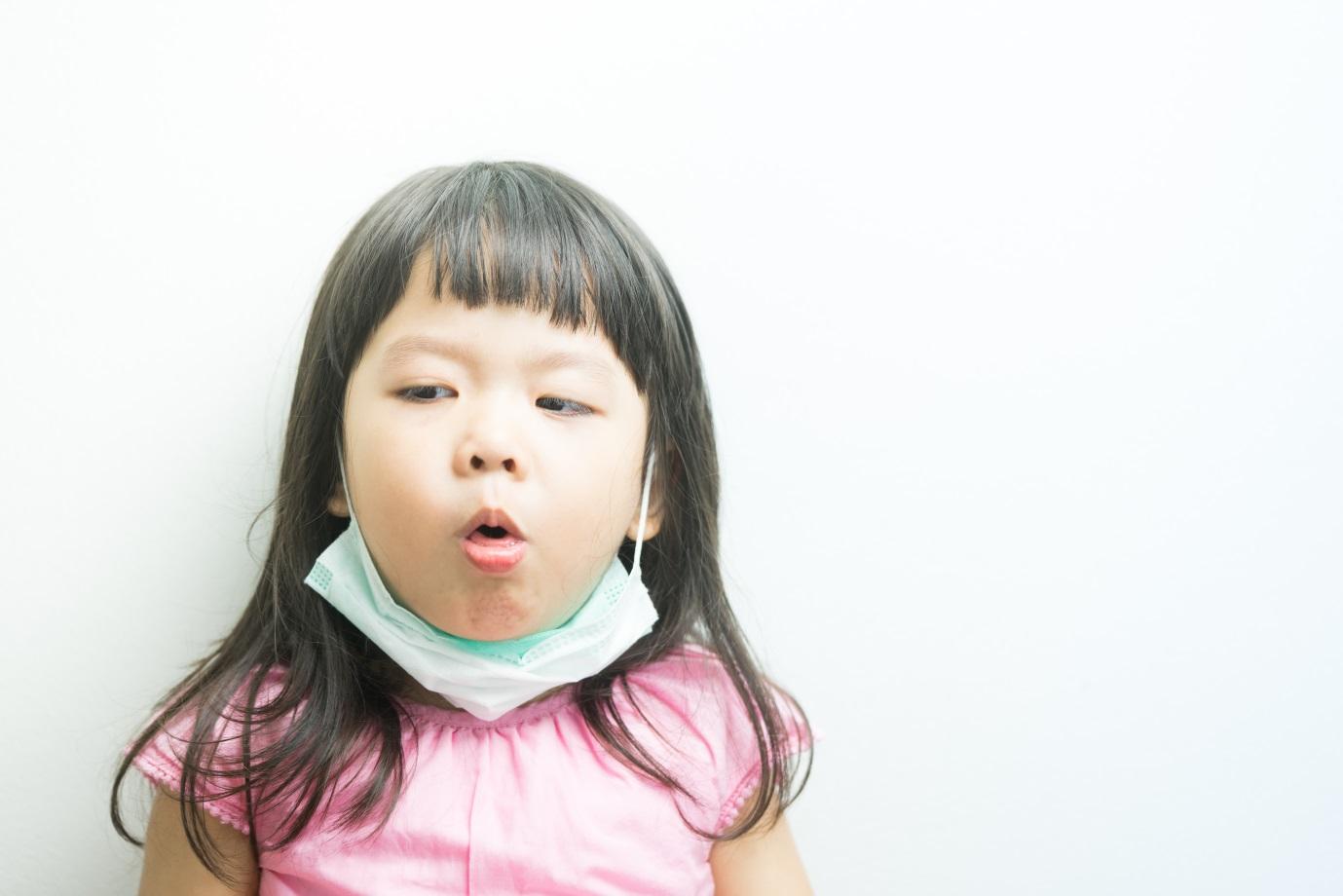 Jaga Kesehatan Si Kecil, Hindari Penyebab Batuk Pada Bayi dan Anak Usia Sekolah Berikut Ini