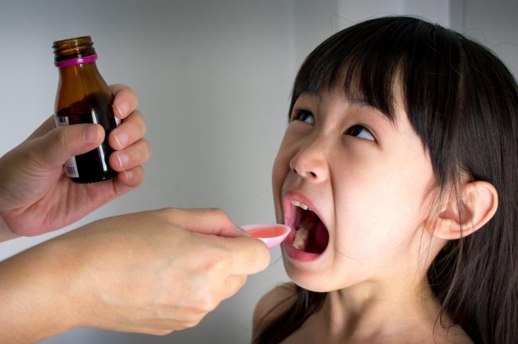 Moms, Lakukan Ini Saat Memberi Obat Demam Pada Anak
